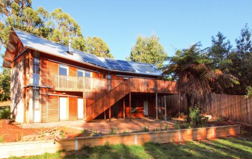 BEECHES - Timber clad house, quiet location