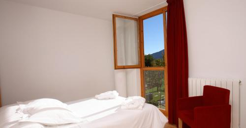 Small Double or Twin Room Tierra de Biescas 40