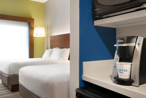 Holiday Inn Express & Suites - Cincinnati South - Wilder - Newport, KY 41076