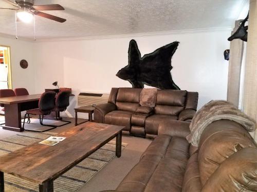 Ky Lake Area Cabin - Benton, KY 42025