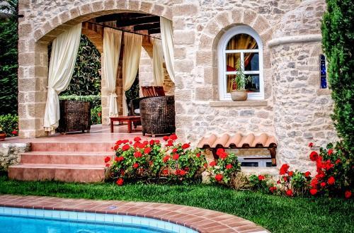 . Rock House's Villa Melody