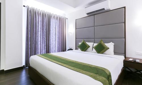 . Hotel Crown Suites