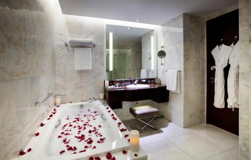 Bab Al Qasr Hotel photo 116
