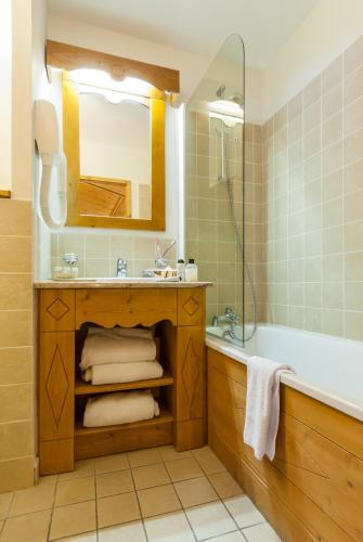 Superior Two-Bedroom Apartment - access to the indoor pool (6 People)