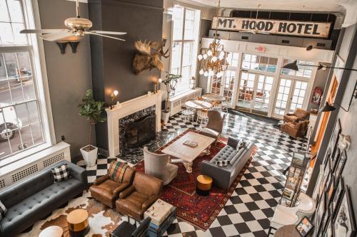 . Hood River Hotel