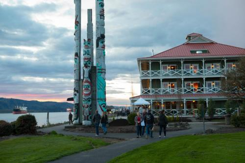 McMenamins Kalama Harbor Lodge