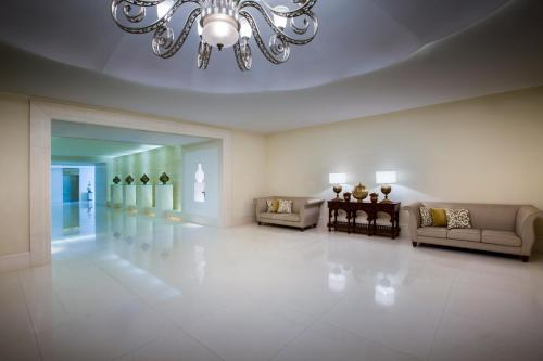 Bab Al Qasr Residence photo 32