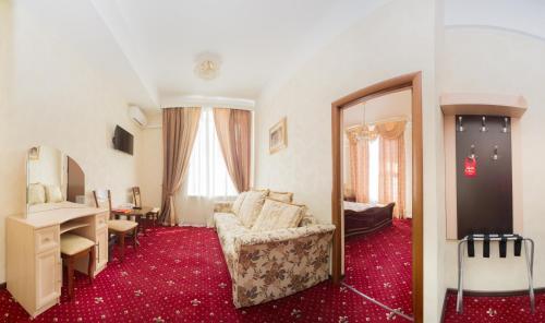 Pervomayskaya Hotel - image 10