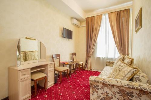 Pervomayskaya Hotel - image 11