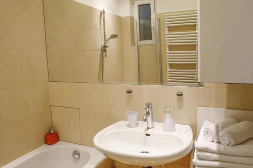 Prestige Vienna Apartment - image 10