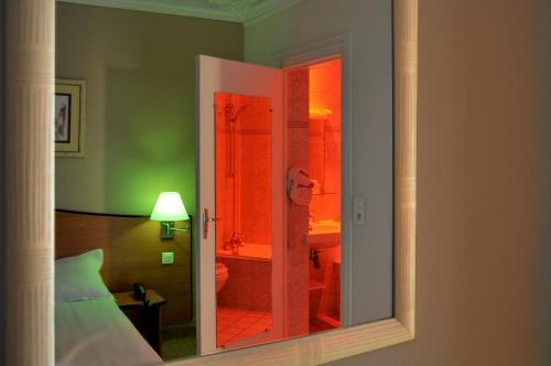Hotel Eden Montmartre Улучшенный двухместный номер с 1 кроватью