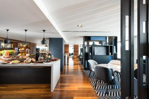 Yarra Suite with Club Lounge Access