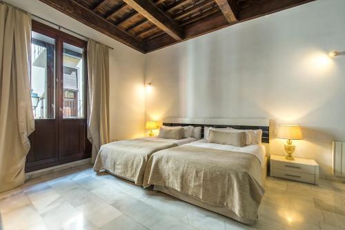 Calle Elvira, 63, 18010 Granada, Spain.