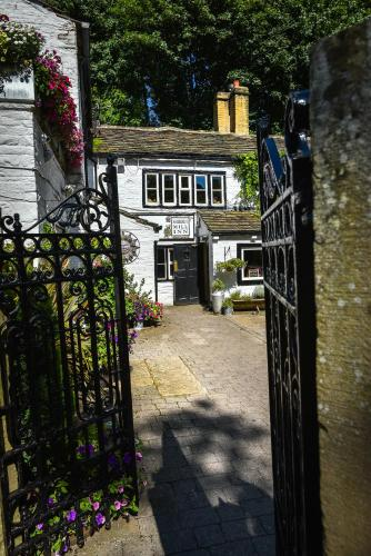 Shibden Mill Inn, Shibden Mill Fold, Shibden, Halifax,  West Yorkshire HX3 7UL.