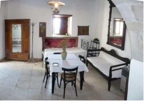 Traditional Studio with Patio (3 adults) - Ismini
