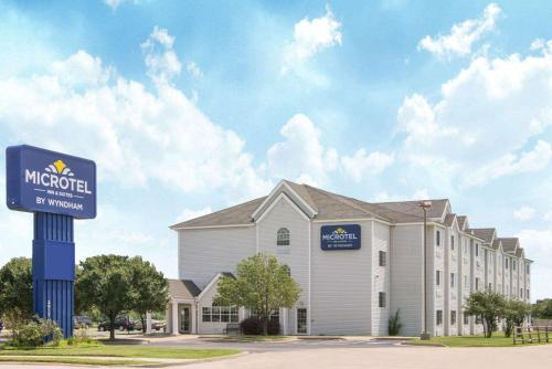. Microtel Inn and Suites Independence