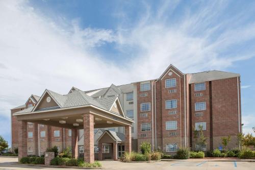 . Microtel Inn & Suites by Wyndham Hattiesburg