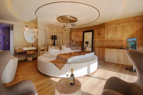 Amonti Wellnessresort - Hotel - Cadipietra / Steinhaus