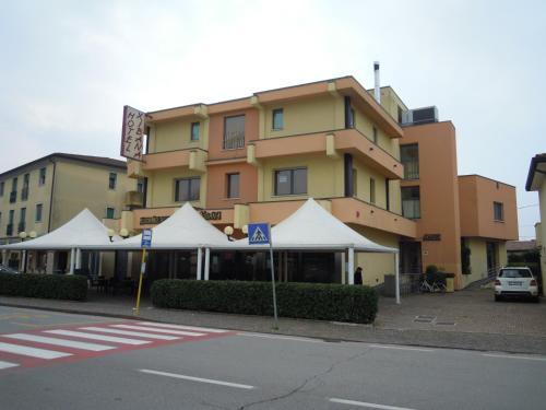 __{offers.Best_flights}__ Hotel Xibana