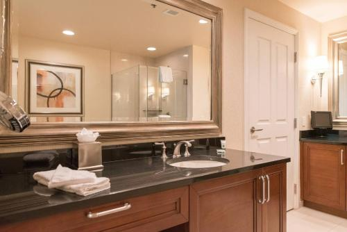 True 1BR Balcony Suite with Strip View at MGM Signature - Hotel - Las Vegas
