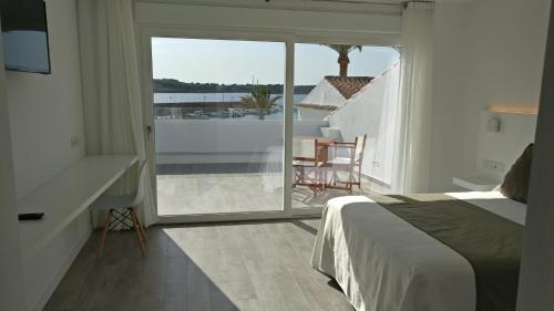 Superior Double or Twin Room with Sea View Hostal La Palma 13