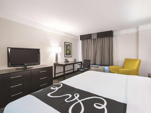 La Quinta Inn & Suites By Wyndham Miami Lakes - Hialeah, FL 33016