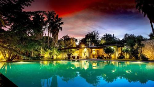 . La Villa Apartments