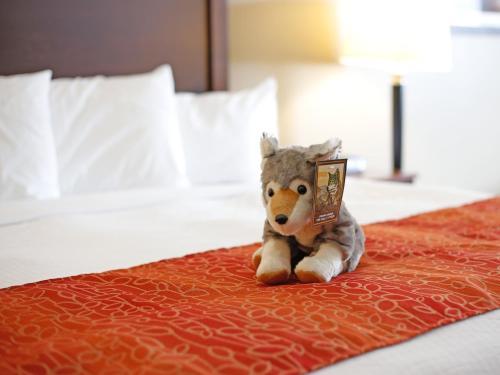 Gray Wolf Inn & Suites