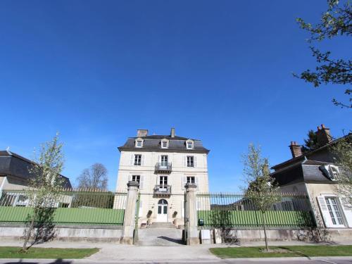 . Heritage Castle in Bar-sur-Seine near River