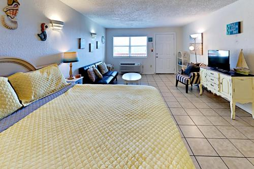 124 Sea Breeze Island Time   One Bedroom Condo