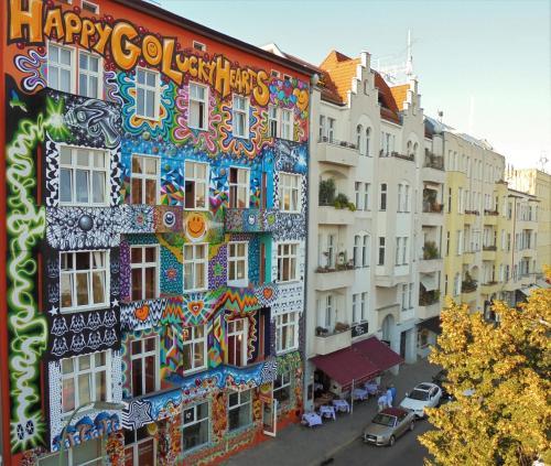 Happy go Lucky Hotel + Hostel impression