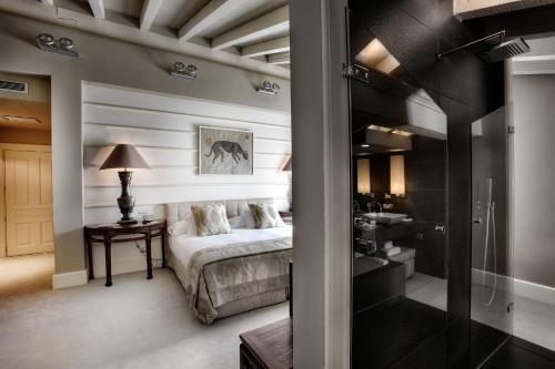 Habitación con cama extragrande y vistas a la montaña Hotel Iturregi 11