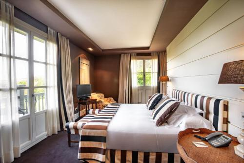 Deluxe Double Room with Balcony and Sea View Hotel Iturregi 4