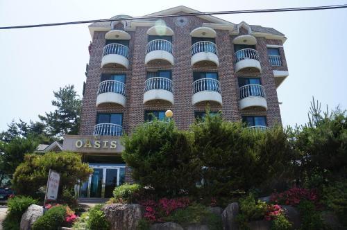 . Oasis Motel