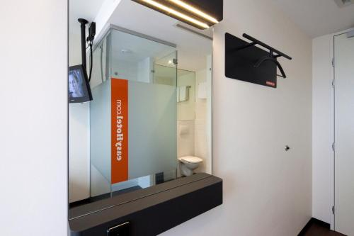 easyHotel Amsterdam City Centre South photo 91