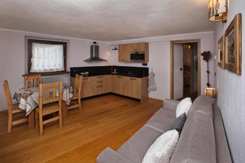 Appartamenti Genevris - Apartment - Sauze d'Oulx