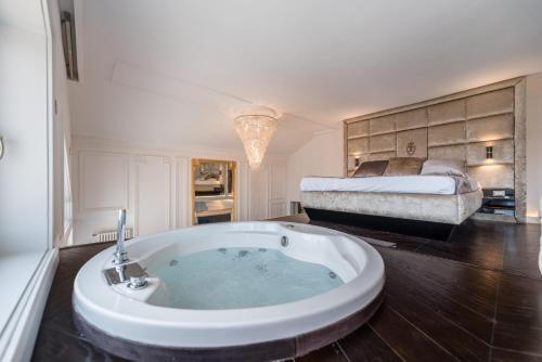 Enzo Capo Luxury Suites, Pension in Budapest