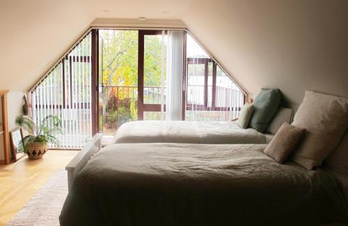The Old Vicarage Studio - Accommodation - Amberley
