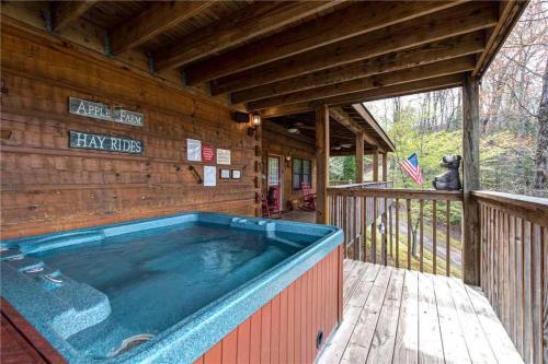 Lazy Cub Lodge - Three Bedroom Cabin