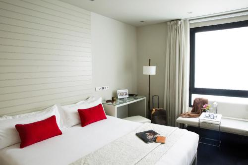 Interior Double or Twin Room - single occupancy Hotel Miró 1