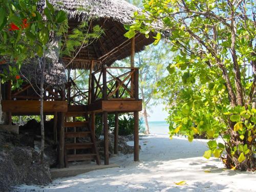 Pakachi Beach Hotel & Resort salas fotos