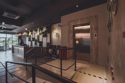V3 Hotel And Residence Seri Alam