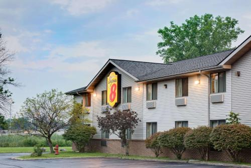 Super 8 By Wyndham Mentor Cleveland Area Willoughby Ohio