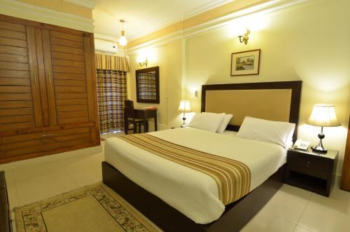 . Pak Continental Hotel