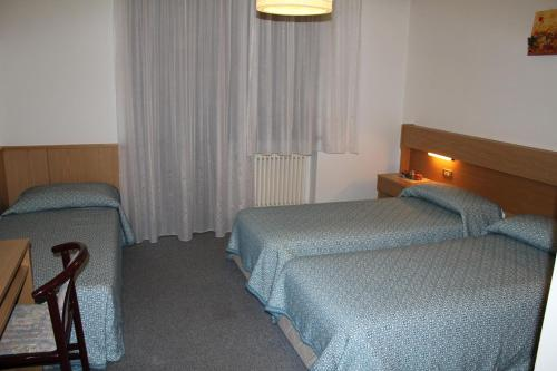 Trivietis kambarys su 3 viengulėmis lovomis (Triple Room with Three Single Beds)