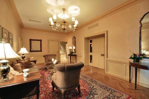 The Whitehall Hotel - Chicago, IL IL 60611