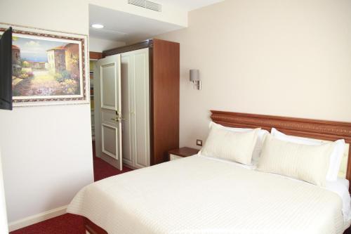 Фото отеля Rozafa Hotel