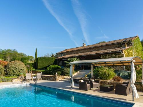 . Spacious Holiday Home with Private Pool in Aquitaine