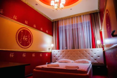 . Imperia Hotel