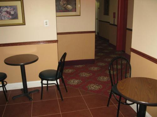 Windsor Park Hotel - Washington, DC 20008